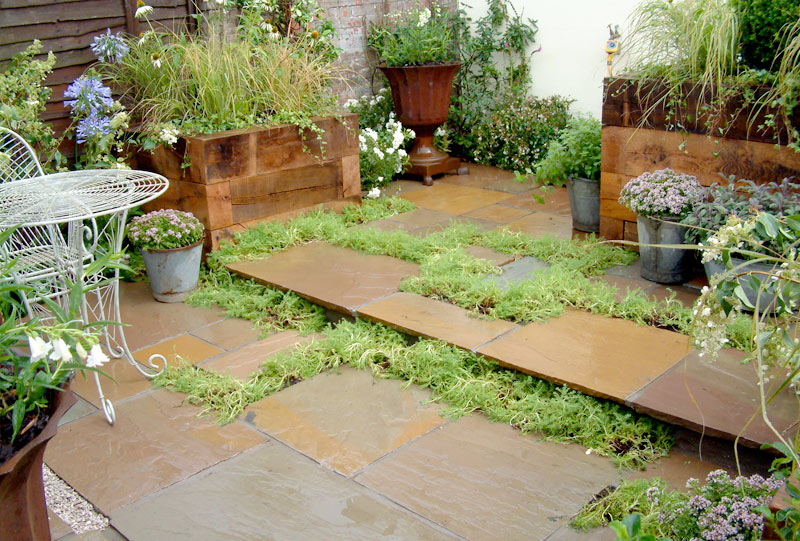 Urban cottage paving